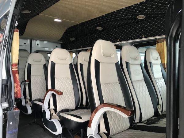 Dàn ghế xe du lịch được bọc da