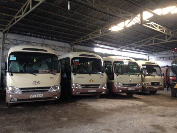 Nhiều dòng xe 29 chỗ được thuê để tham quan du lịch