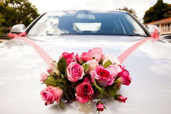 Hoa hồng trên xe cưới