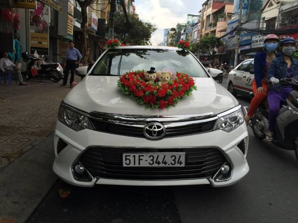 Thuê xe hoa Toyota Camry giá rẻ sang trọng