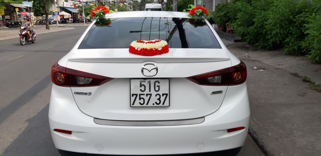 Thuê xe hoa Mazda 3